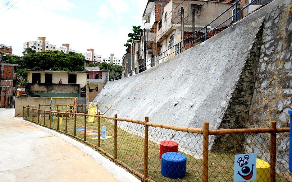 Comunidade de Sussuarana ganha proteção de encostas e reforma de urbanização