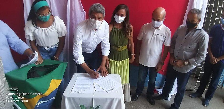Governo autoriza construção de novas escolas em Aramari e Araçás