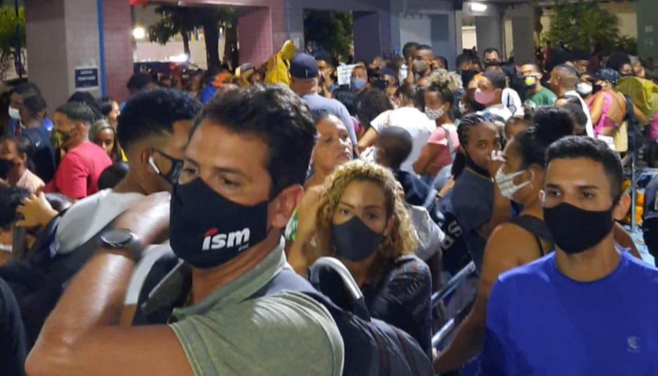 Usuários reclamam de tumulto e aglomeração na fila do Ferry-Boat