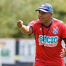 Roger Machado tem o desafio de fazer o Bahia voltar a vencer no Brasileirão