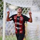 Alisson Farias fez o quarto gol do Vitória na goleada de 4x1