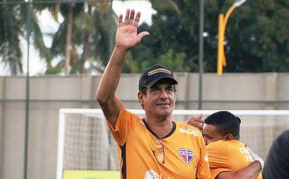 'Não seremos um time encolhido lá atrás', avisa Barbosinha