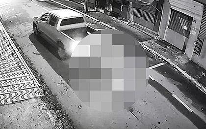 Empresário é preso após amarrar morador de rua em carro e arrastá-lo