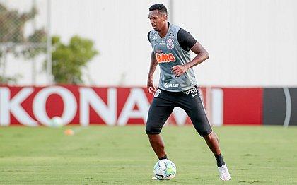 Atacante chegou ao Timão depois de ter seu contrato quebrado pelo clube japonês por justa causa