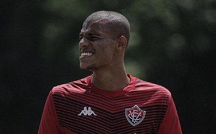 Lucas Cândido está regularizado e já pode entrar em campo pelo Vitória