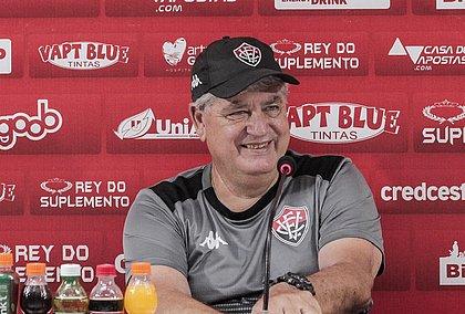Geninho assumiu o Vitória no final de 2019