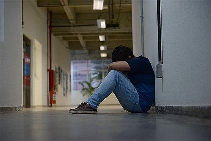 Situação leva a boicotes entre colegas, mentiras e depressões