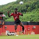 Equatoriano Jordy Caicedo durante treino no Barradão