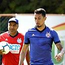 Lucca e Roger Machado durante treino do Bahia no Fazendão