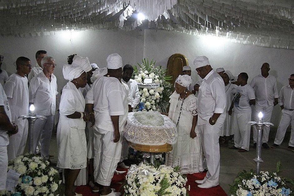 Filhos e filhas do Afonjá prestam homenagem à Mãe Stella