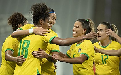 Seleção brasileira feminina aparece no Top 10 do ranking da Fifa