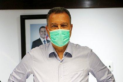 Em 'previsão muito otimista', Rui fala em 50% da população vacinada até o meio do ano