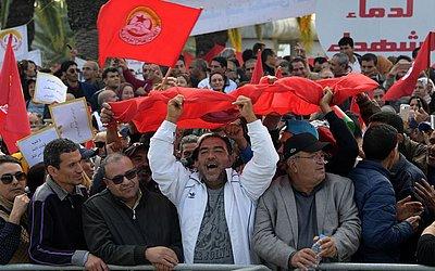 Greve geral do funcionalismo público em Túnis, após o fracasso das negociações com o governo sobre aumentos de salário.