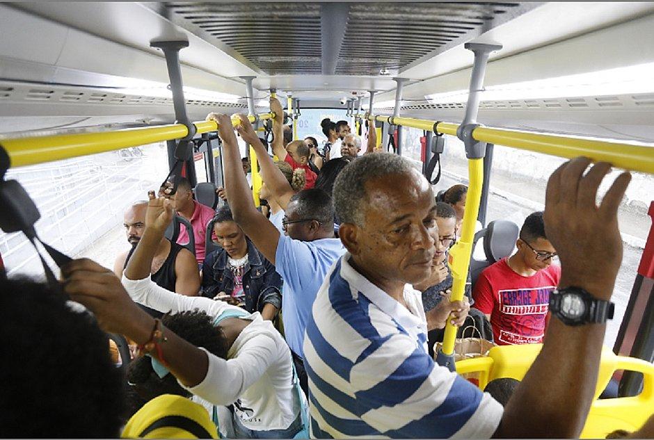 Mais de 1,7 milhão de pessoas serão beneficiadas com ônibus climatizados neste mês