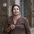Marinúbia, mãe de Emanuel e Emanuelle, chegando ao Fórum Ruy Barbosa