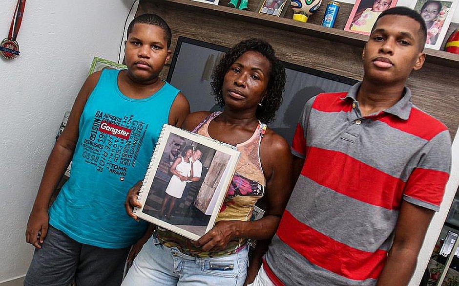 Familiares que carregaram corpo de vítima da covid-19 testam negativo para o vírus