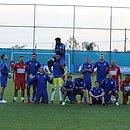 Vencedores do rachão fazem pose para foto em Porto Alegre
