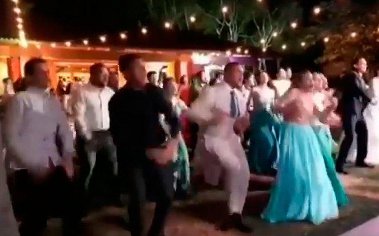 Convidados e noivos fazem dança pró-Bolsonaro em casamento