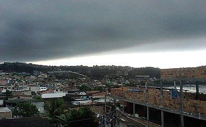 Outono com chuva: Salvador terá temporais com trovões até terça