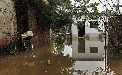 Moradores de Lauro de Freitas também sofreram com as chuvas.