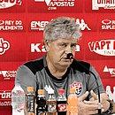 Geninho ficou satisfeito com as atuações de Thiago Carleto e Romisson diante do Oeste