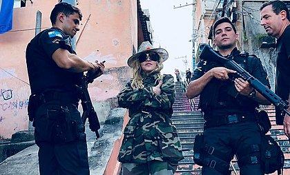Madonna visita morro no Rio
