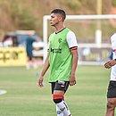 Gabriel Santiago (de colete verde) em Pituaçu para a partida do Vitória contra o Bahia