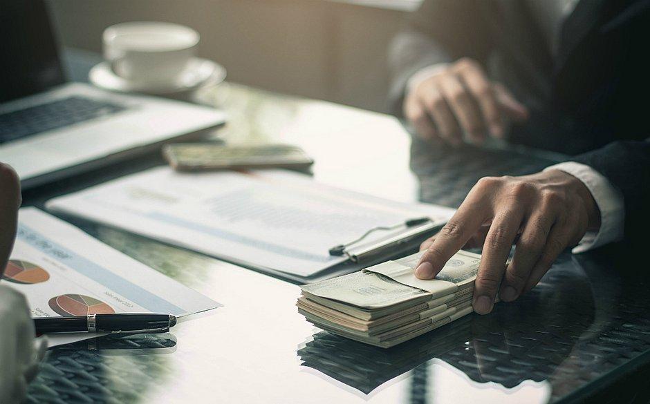 Bancos ampliam exigências na hora de liberar o crédito, dificultando a vida das micro e pequenas empresas