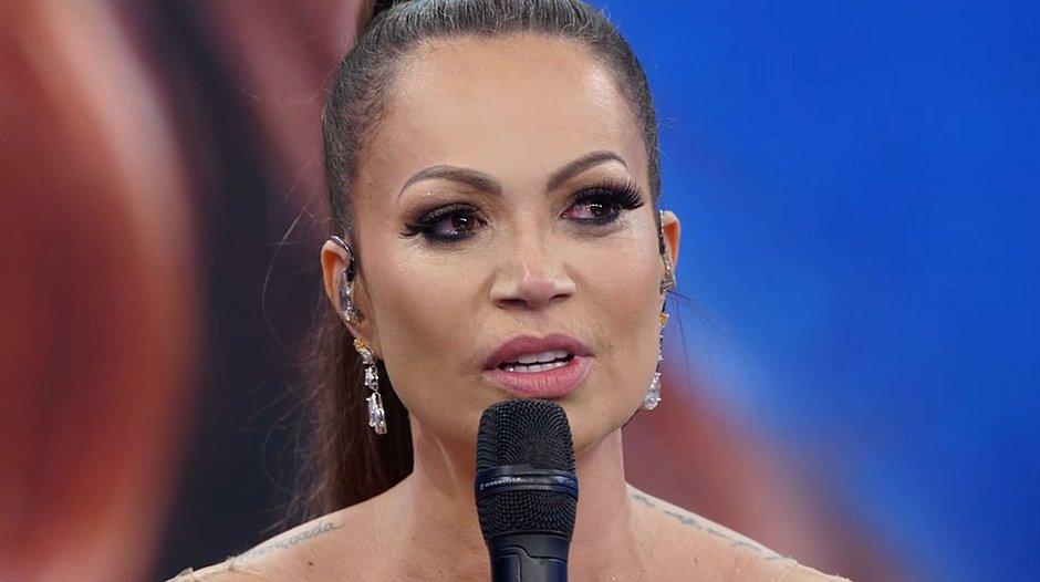 Solange Almeida no palco do Domingão