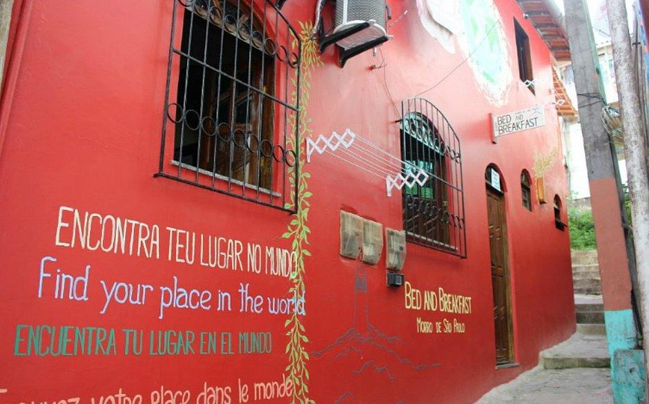 Dono de hostel em Morro faz ameaças de morte após críticas por vaga de trabalho