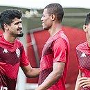 Ramon, Lucas Cândido e Van durante um treino