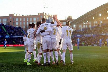 Mesmo jogando mal, Real Madrid usou bem a bola parada para vencer por 3x0