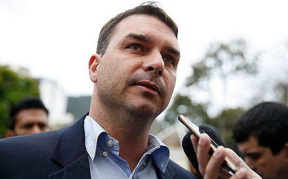 Justiça determina envio de dados de viagens de Flávio Bolsonaro nos últimos 12 anos