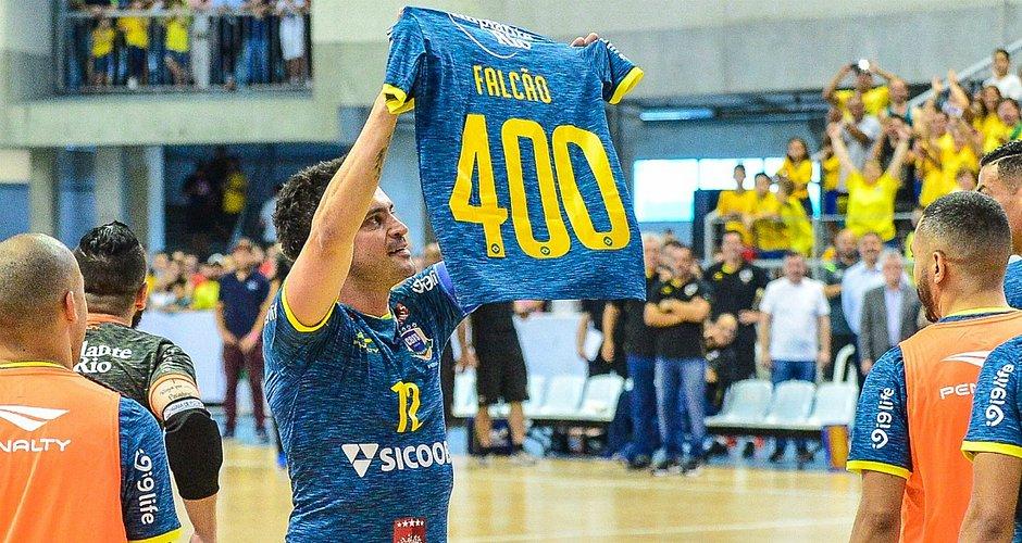 465504807a Falcão comemora o gol de número 400 pela Seleção Brasileira (Foto  Ricardo  Artifon CBFS)
