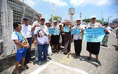 Turma de Uibaí levou cartazes para representar a cidade