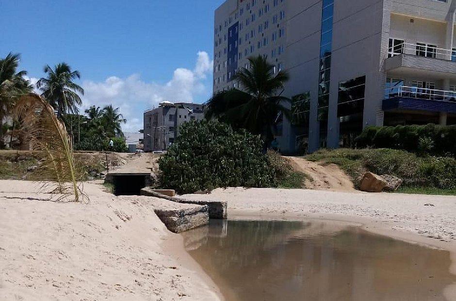 Embasa é multada em R$ 10 milhões por descarte de esgoto no Rio Vermelho