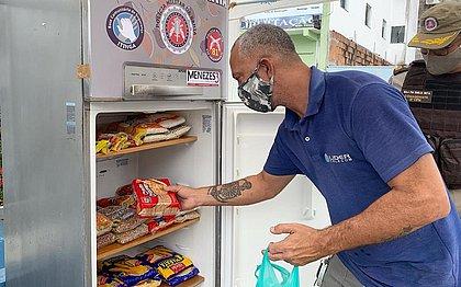Base Comunitária de Itingaganha uma geladeira solidária