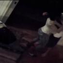 Ex-diplomata tenta esganar atriz dentro do quarto do casal durante agressão