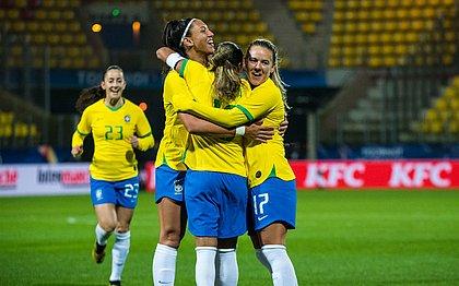 Seleção feminina em jogo contra o Canadá, pelo Torneio da França 2020