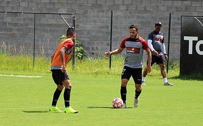 Yago pede foco do time para vencer atraso de salários no Vitória