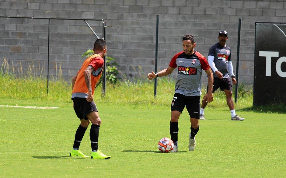 Yago pede foco do time para vencer atraso de salários no Vitória ... 707914d48209e