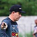 Cláudio Tencati lamenta eliminação na Copa do Nordeste após goleada por 4x0 contra o Fortaleza