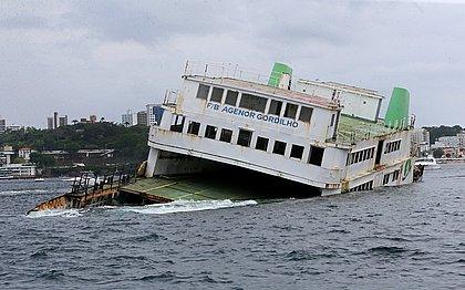 O ferry-boat levou cerca de 1h30 para afundar a uma profundidade de 36 metros