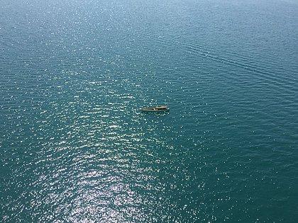 Barco com três pescadores fica à deriva na Baía de Todos os Santos