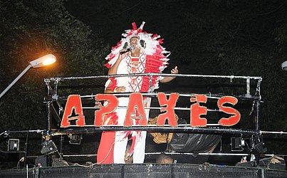 Puxador do bloco Apaxes no Carnaval de 2013