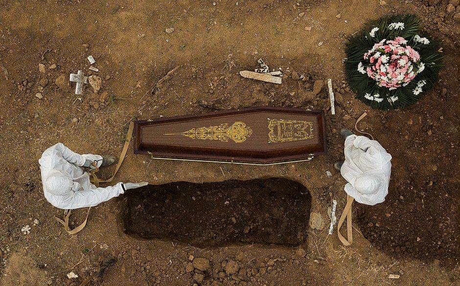 Brasil tem 2,7 milhões de casos e 93,6 mil mortes por covid-19