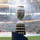 O troféu da Copa América 2019: final foi vencida pelo Brasil no Maracanã
