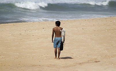 Surfistas foram flagrados na praia de Armação.