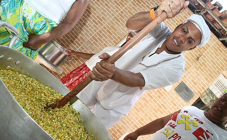 2,5 mil pratos de caruru serão distribuídos de graça em Salvador