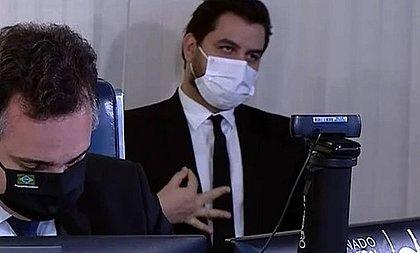 MPF denuncia Filipe Martins, assessor de Bolsonaro, por gesto racista no Senado